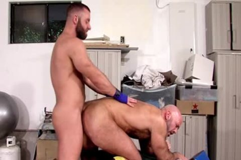 Muscled man sucks knob